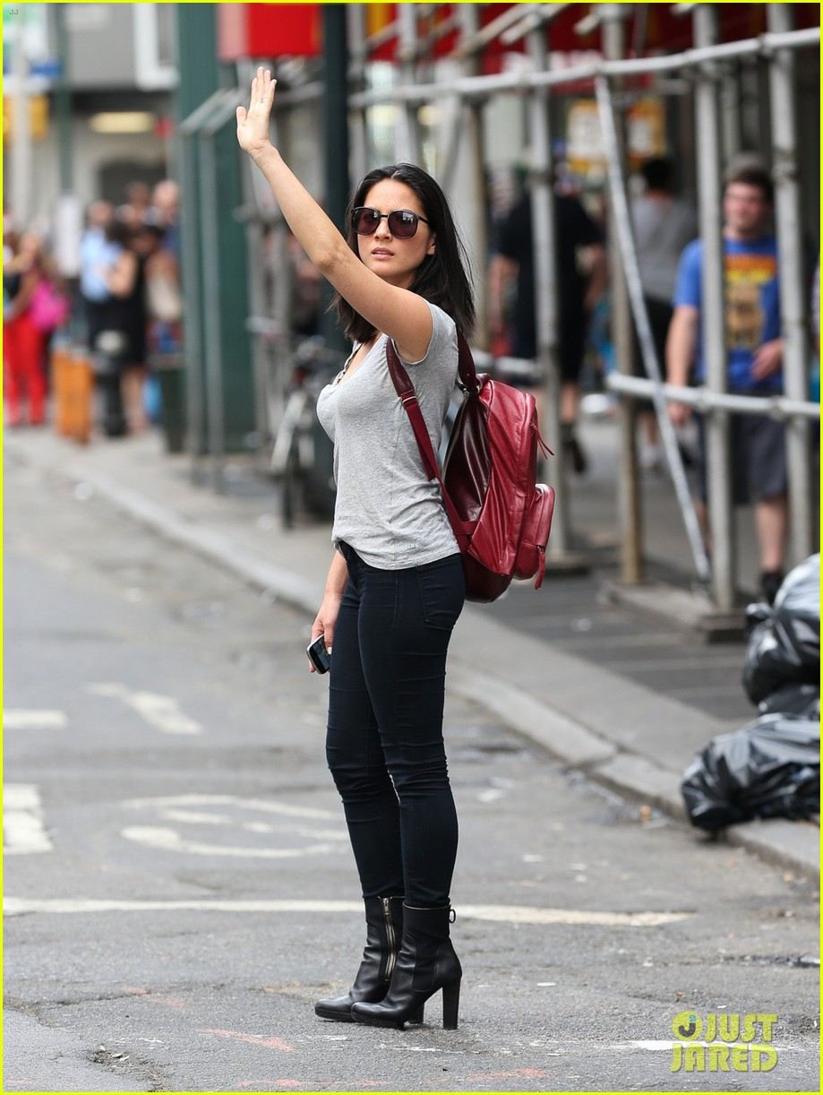 olivia munn hails nyc cab after jay leno appearance 042908230