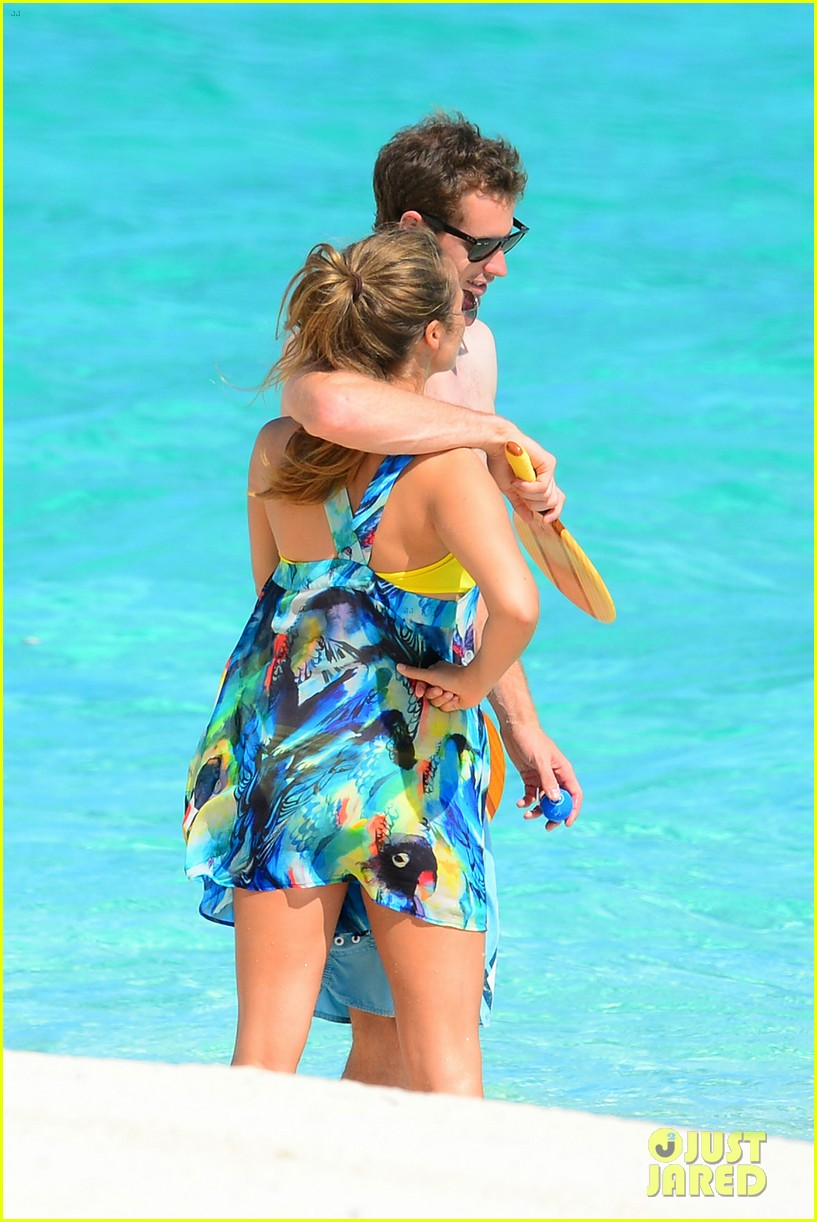 shirtless andy murray ibiza beach besos with kim sears 142909830