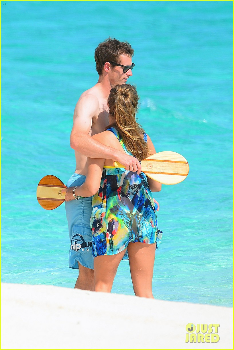 shirtless andy murray ibiza beach besos with kim sears 23