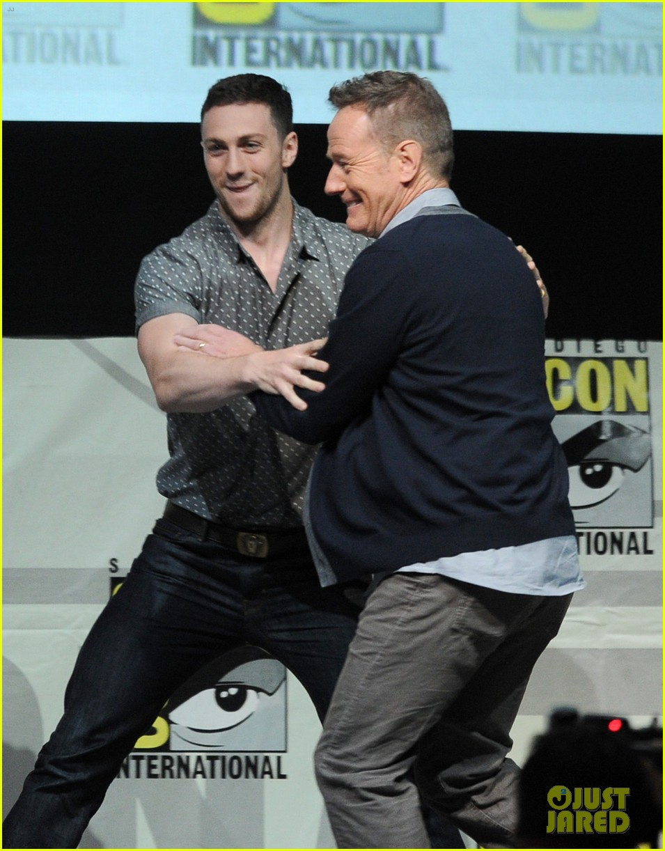 elizabeth olsen aaron taylor johnson godzilla at comic con 042913218