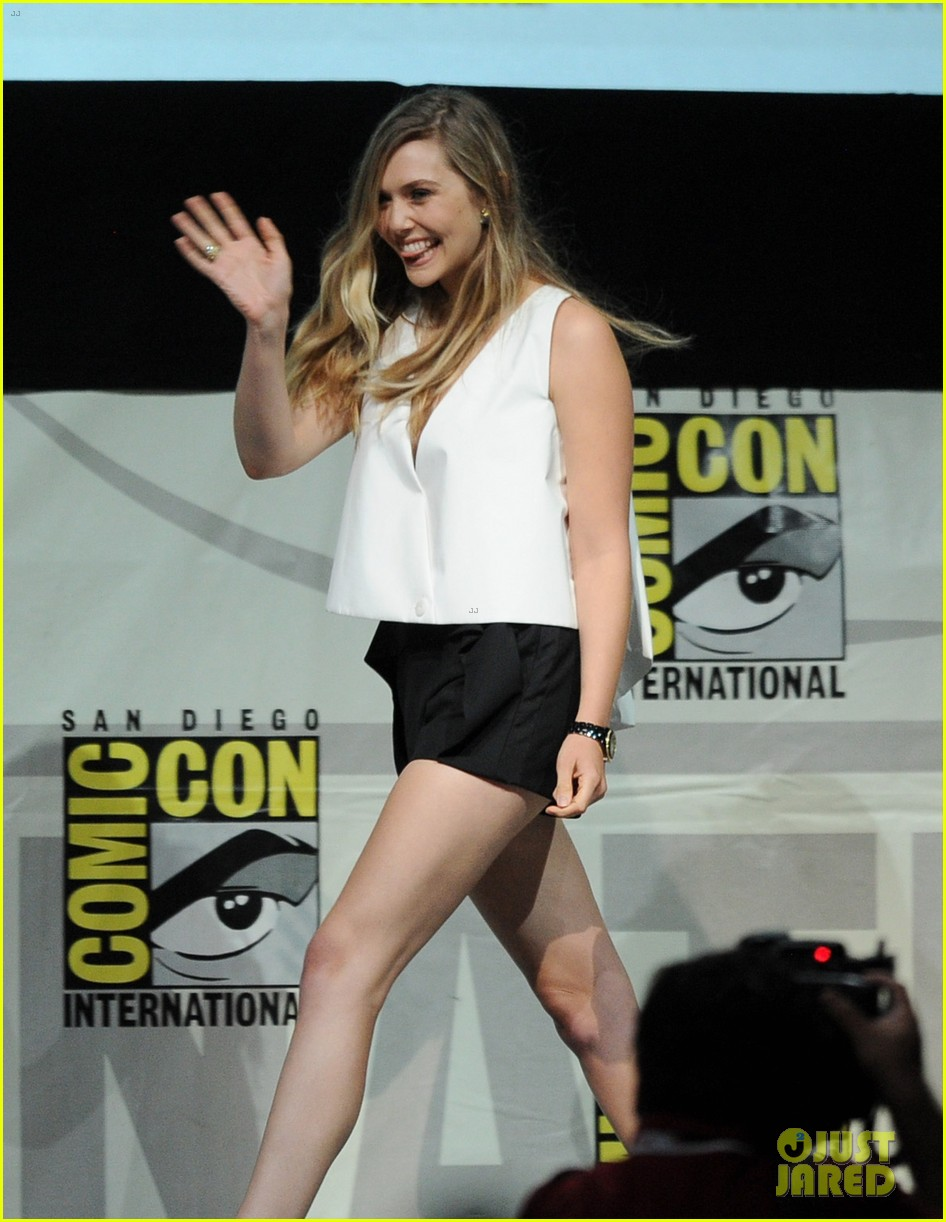 elizabeth olsen aaron taylor johnson godzilla at comic con 052913219
