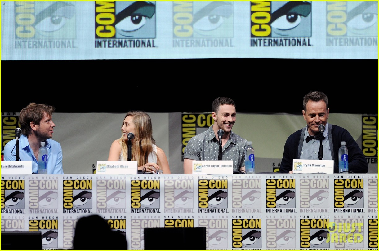 elizabeth olsen aaron taylor johnson godzilla at comic con 112913225