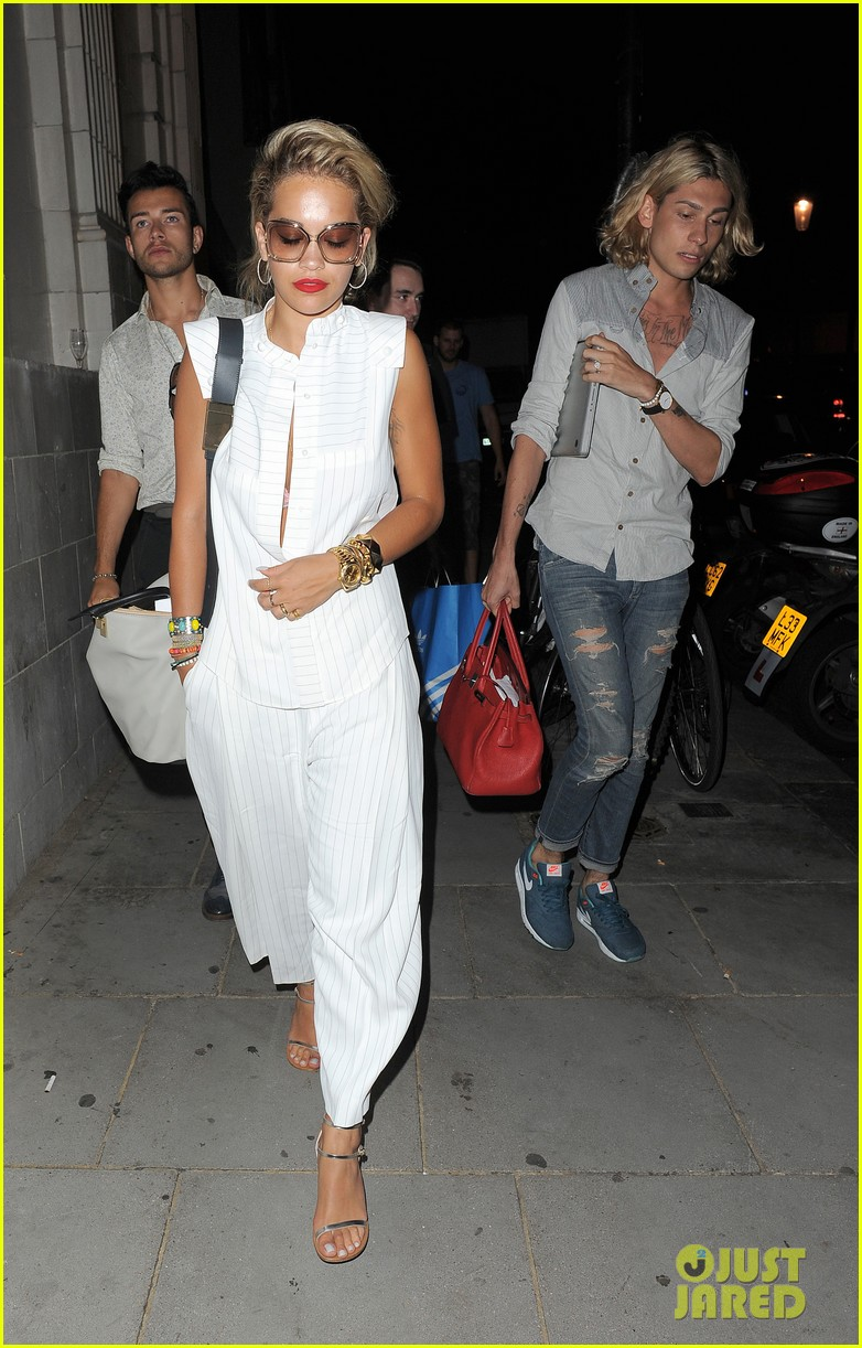 rita ora family dinner after barcelona trip 142917010