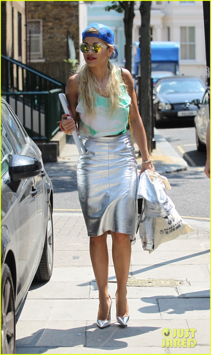 rita ora staying at the studio til its done 012907120