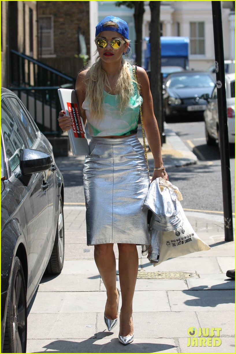 rita ora staying at the studio til its done 022907121
