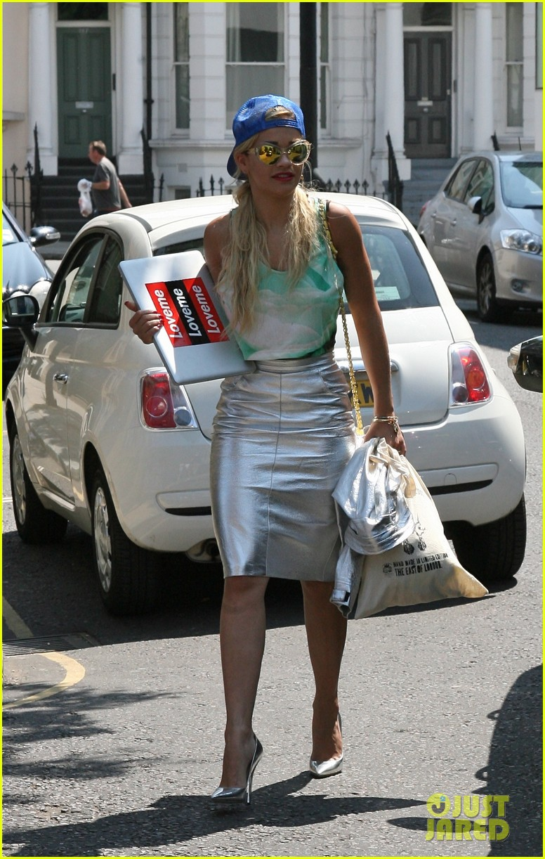 rita ora staying at the studio til its done 03