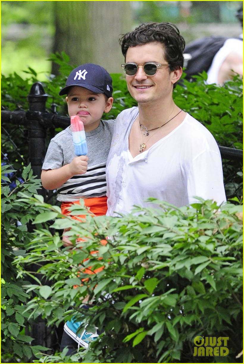 orlando bloom takes flynn to central park miranda kerr hits jfk 112909396