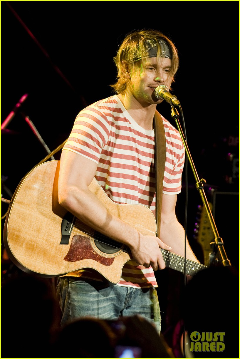chord overstreet performs at the roxy glee cast supports 112913148