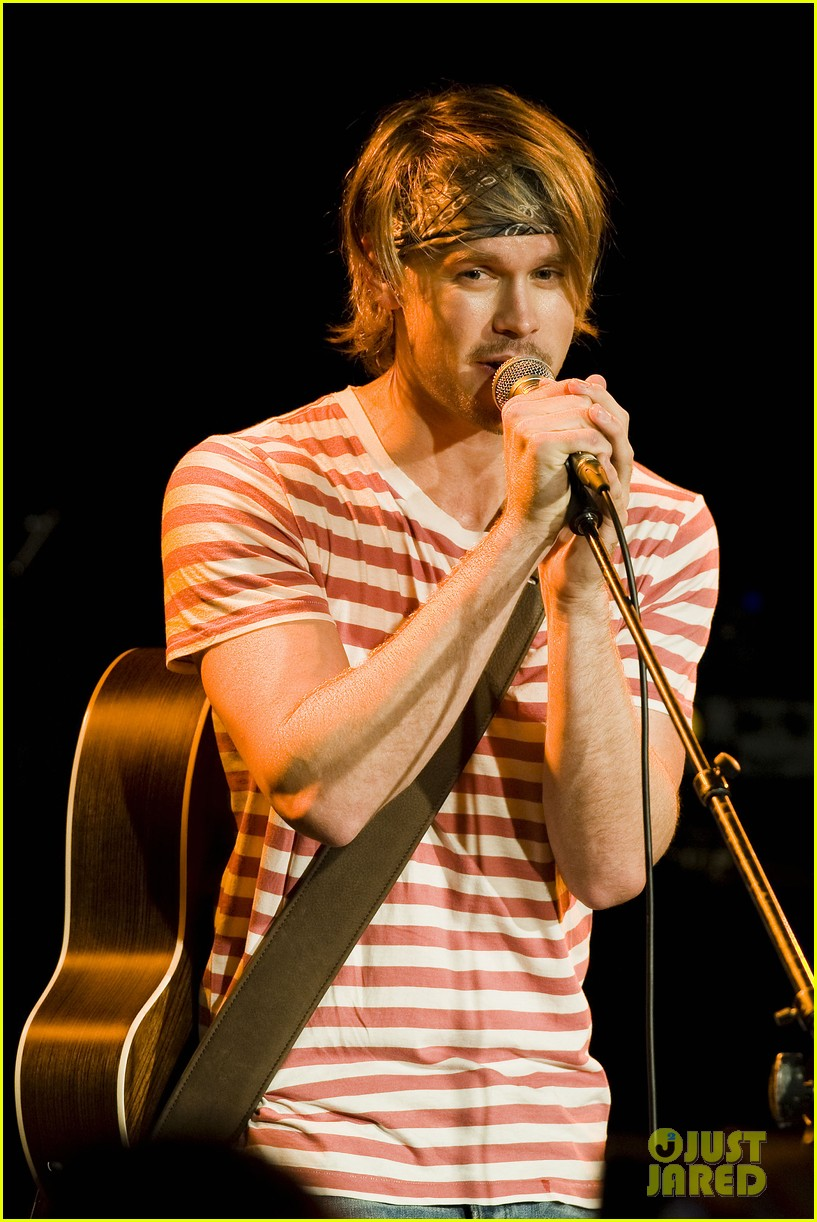 chord overstreet performs at the roxy glee cast supports 142913151