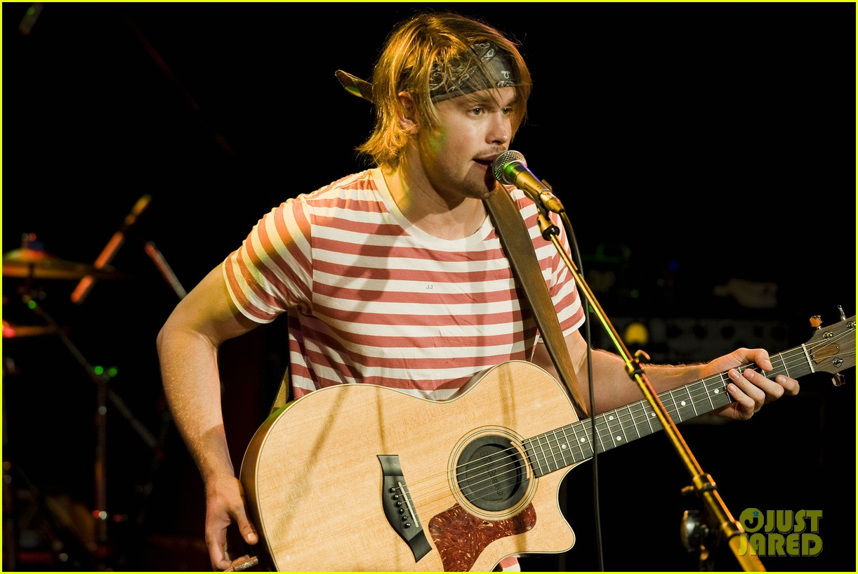 chord overstreet performs at the roxy glee cast supports 15