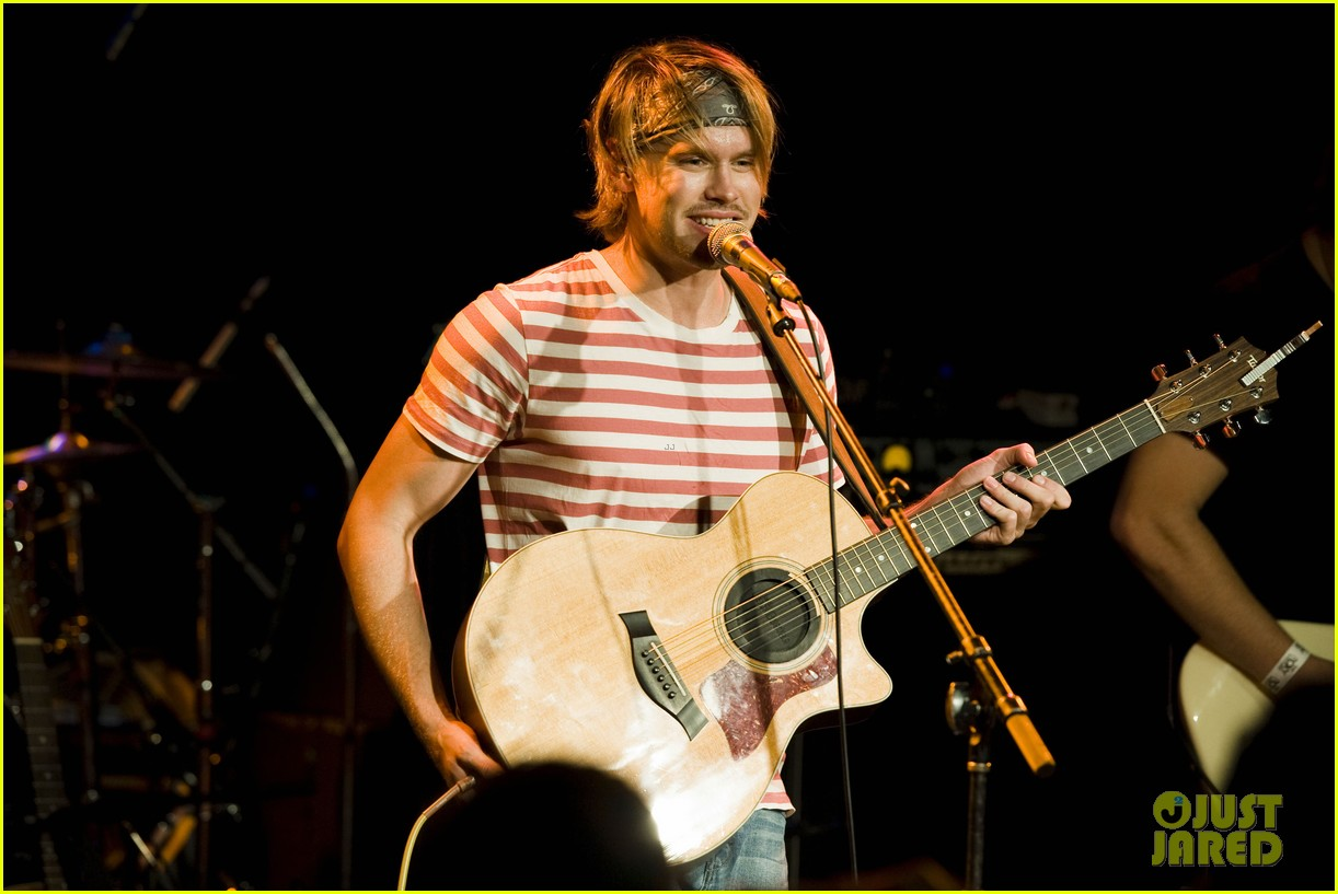 chord overstreet performs at the roxy glee cast supports 192913156