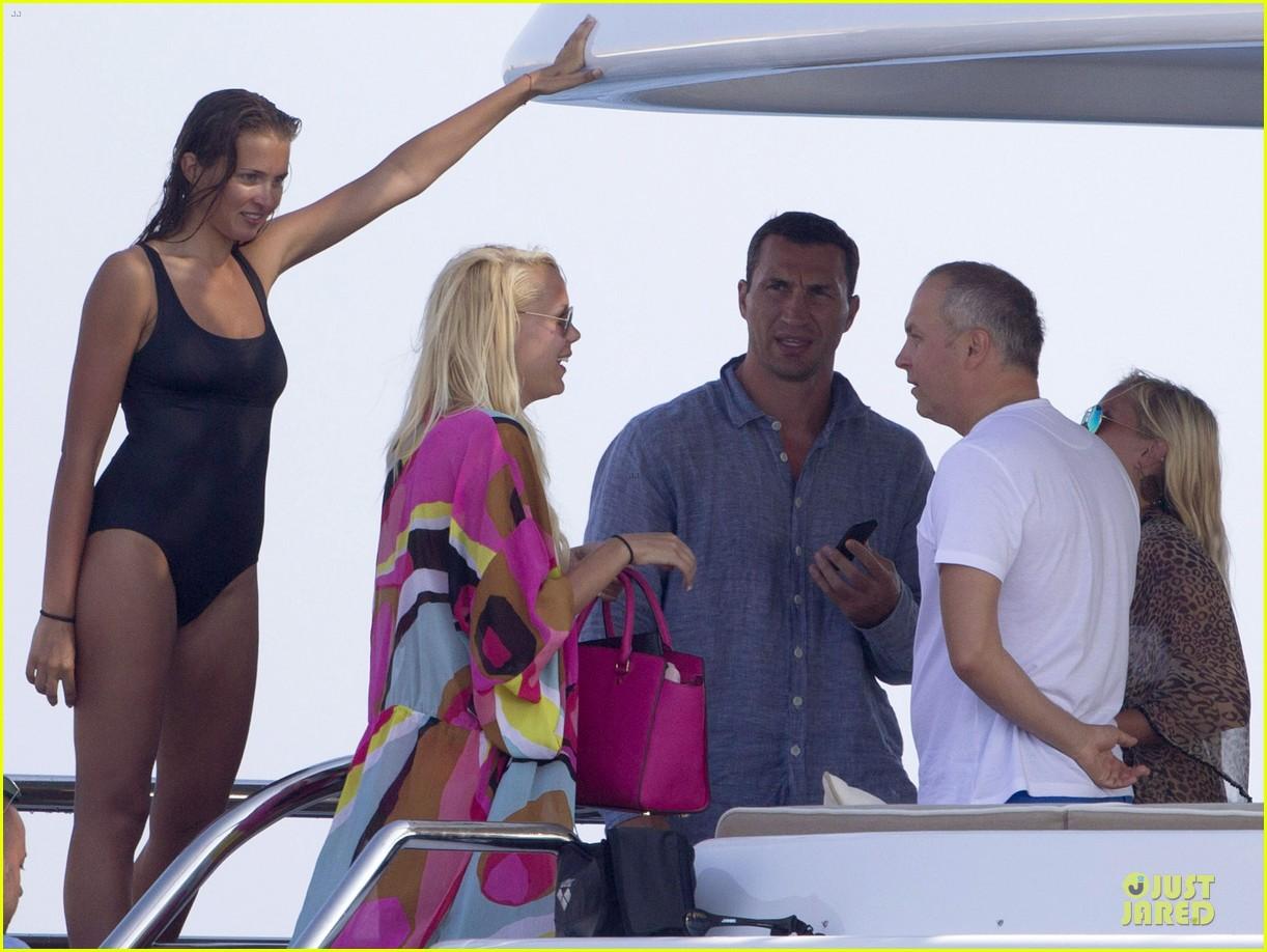 Wladimir Klitschko meets the family of Hayden Panettiere 04/06/2010 38