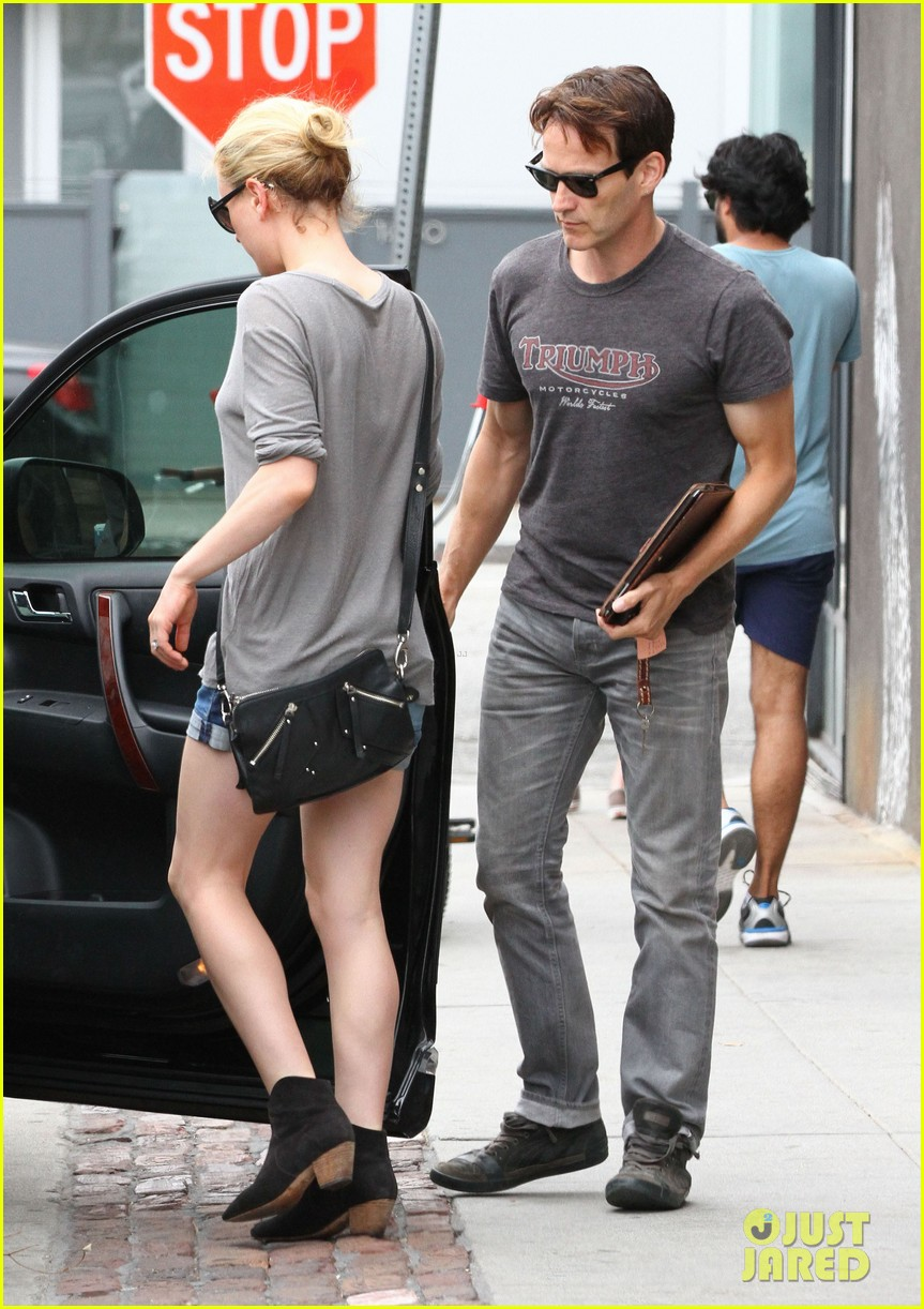 anna paquin stephen moyer cuddle close in venice beach 032919077