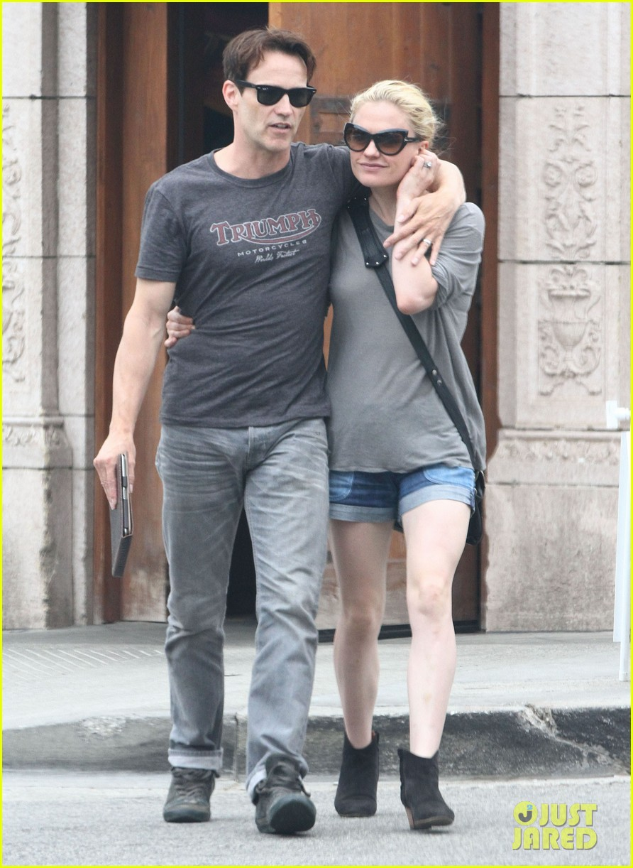 anna paquin stephen moyer cuddle close in venice beach 07