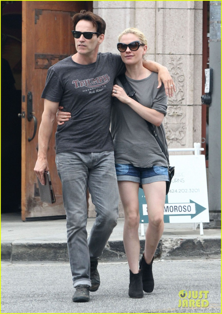 anna paquin stephen moyer cuddle close in venice beach 082919082