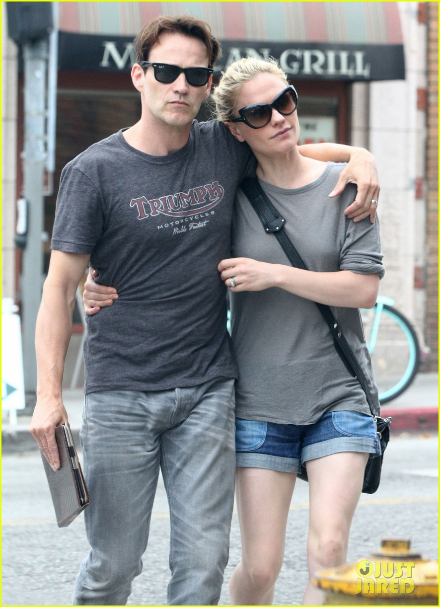 anna paquin stephen moyer cuddle close in venice beach 162919090