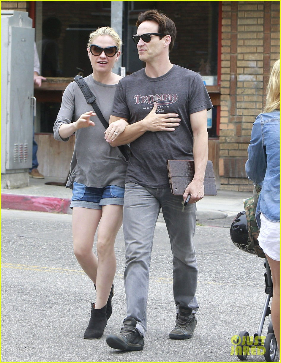 anna paquin stephen moyer cuddle close in venice beach 192919093