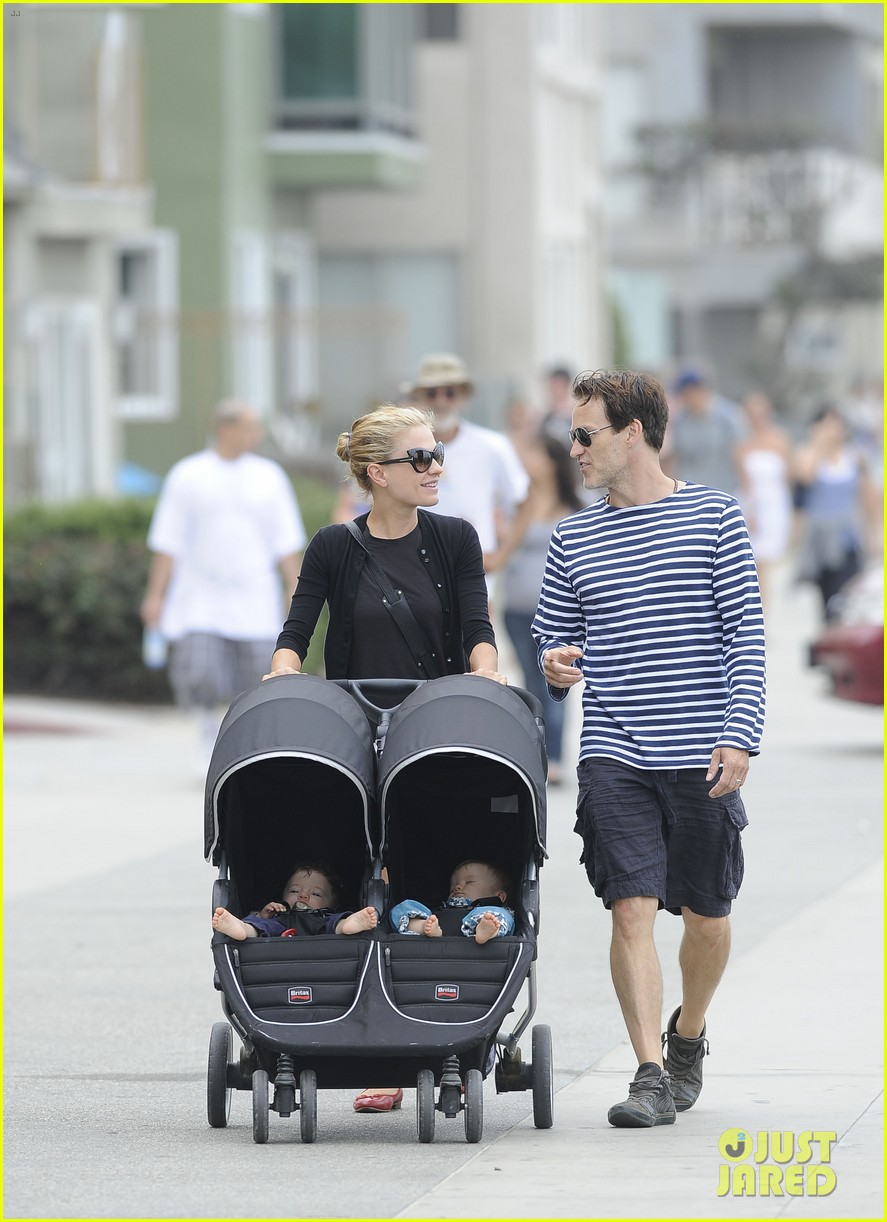 anna paquin stephen moyer sunday stroll with the twins 03
