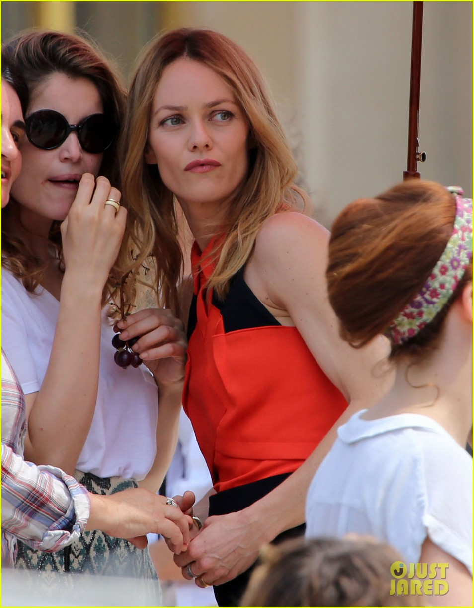 vanessa paradis homo sappiens set visit from lily rose jack 152916603