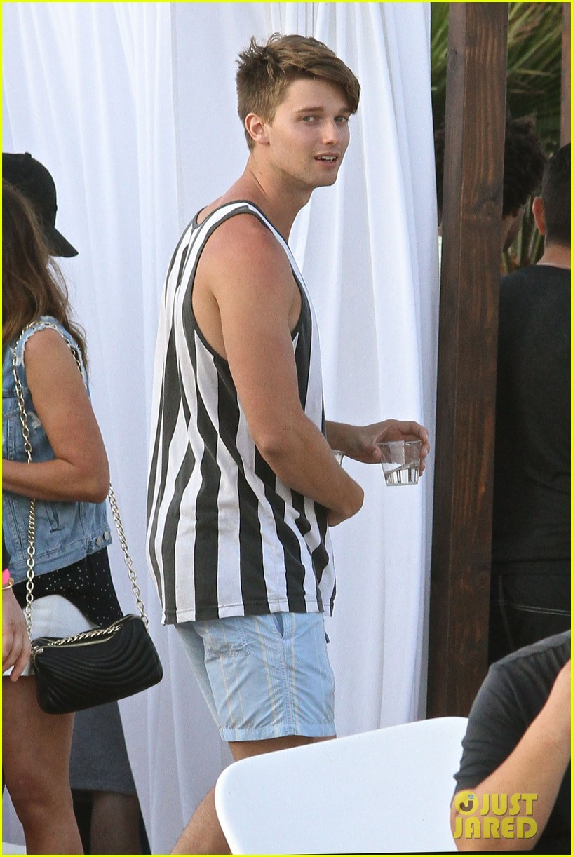 patrick schwarzenegger taylor burns paris hiltons july 4 party 19