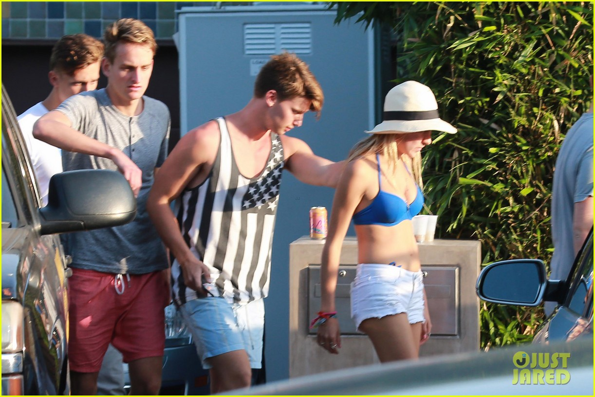 patrick schwarzenegger taylor burns paris hiltons july 4 party 392904528
