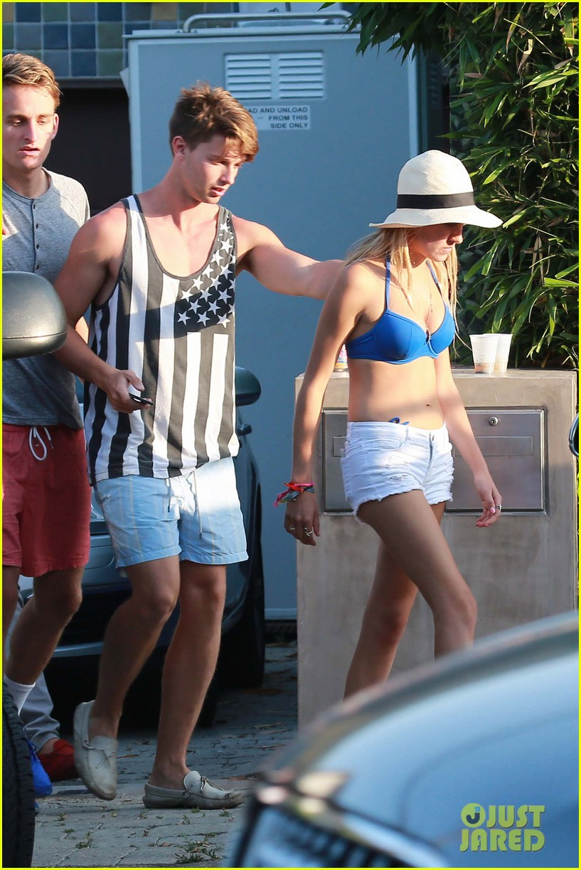 patrick schwarzenegger taylor burns paris hiltons july 4 party 402904529