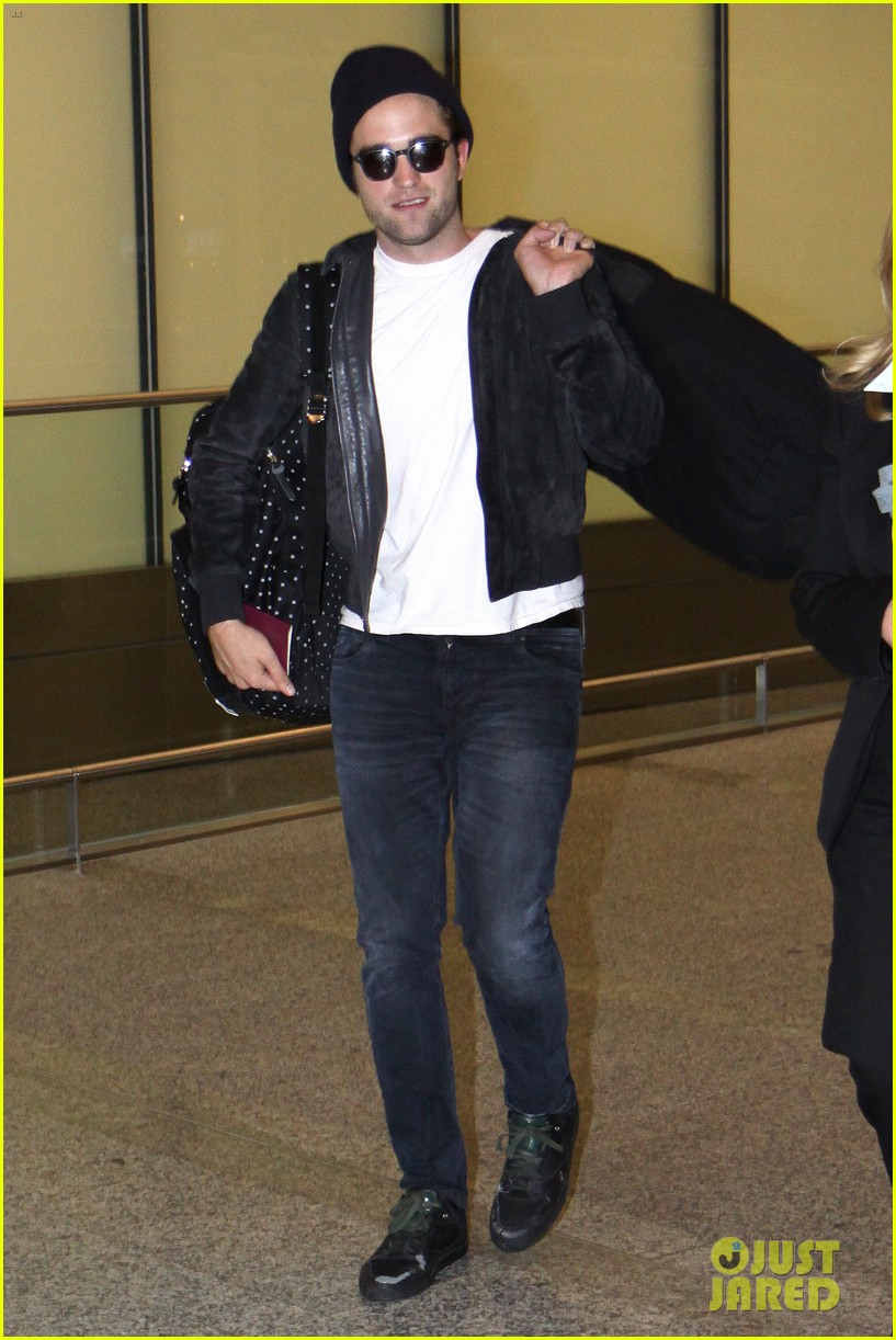 robert pattinson flies into toronto for map to the stars 012911317