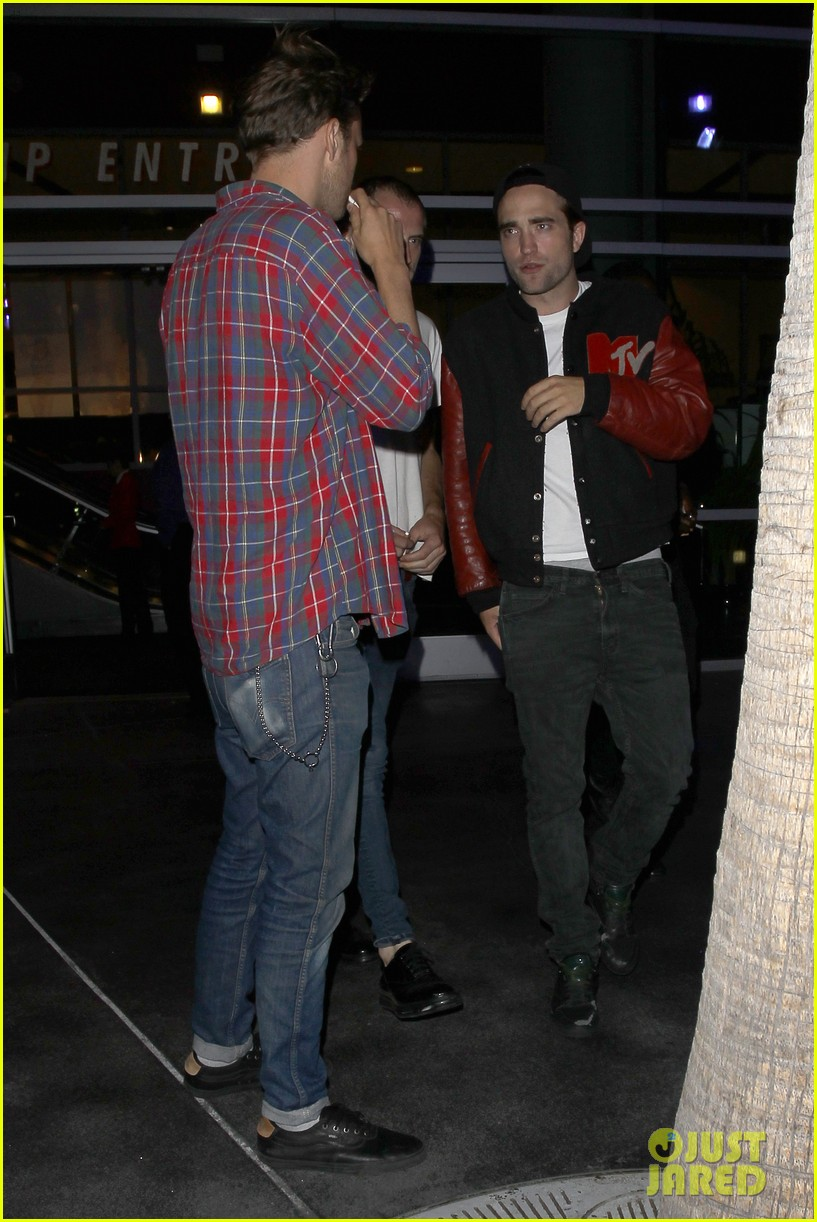 robert pattinson selena gomez beyonce concert night out 092902477