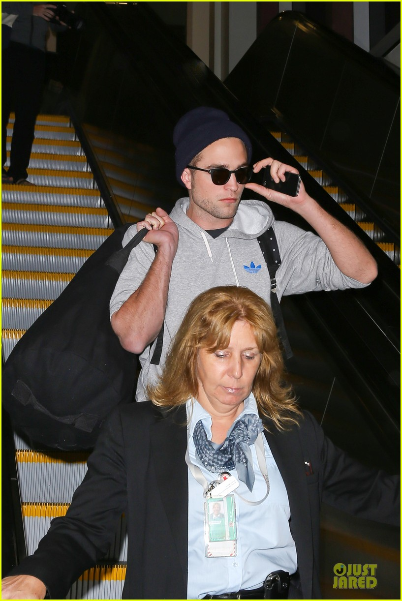 report pattinson lax landing after map of the stars filming 022915591