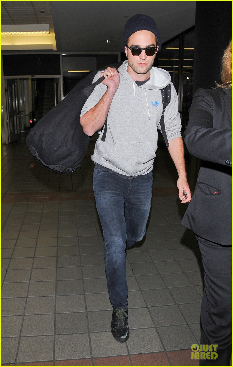 report pattinson lax landing after map of the stars filming 082915597
