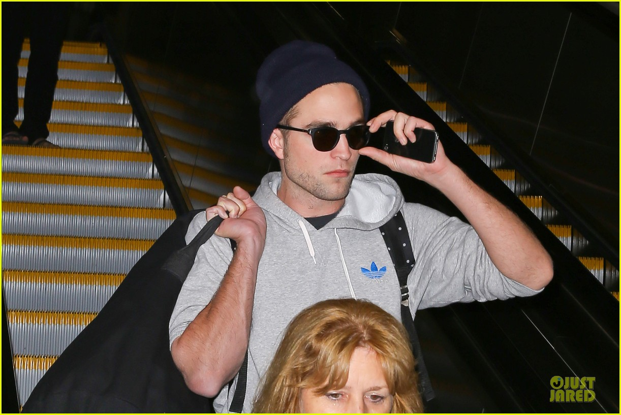 report pattinson lax landing after map of the stars filming 10