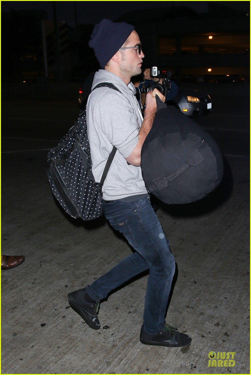 report pattinson lax landing after map of the stars filming 122915601