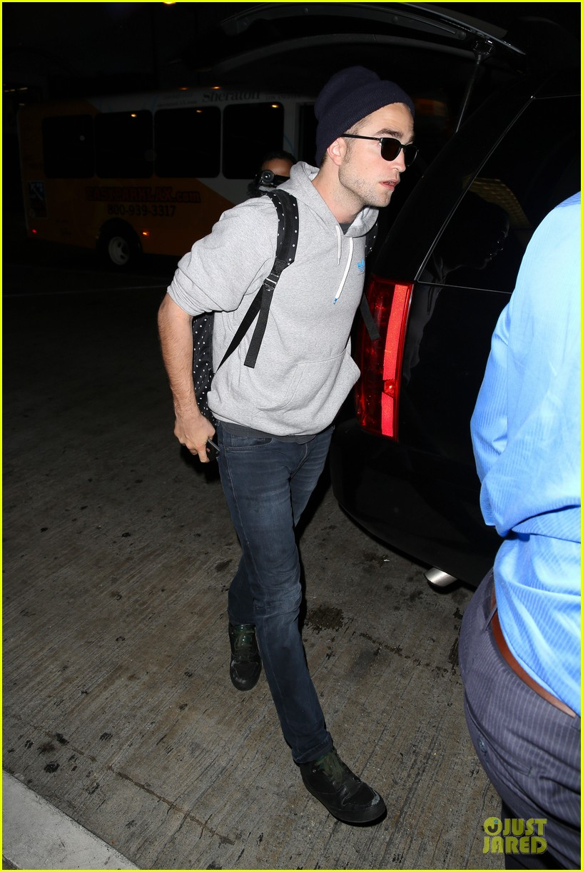 report pattinson lax landing after map of the stars filming 132915602
