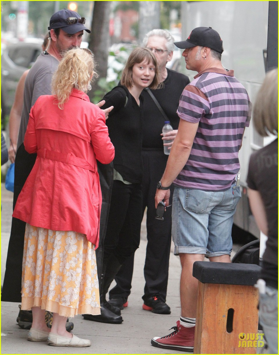 robert pattinson mia wasikowska map of the stars set 01