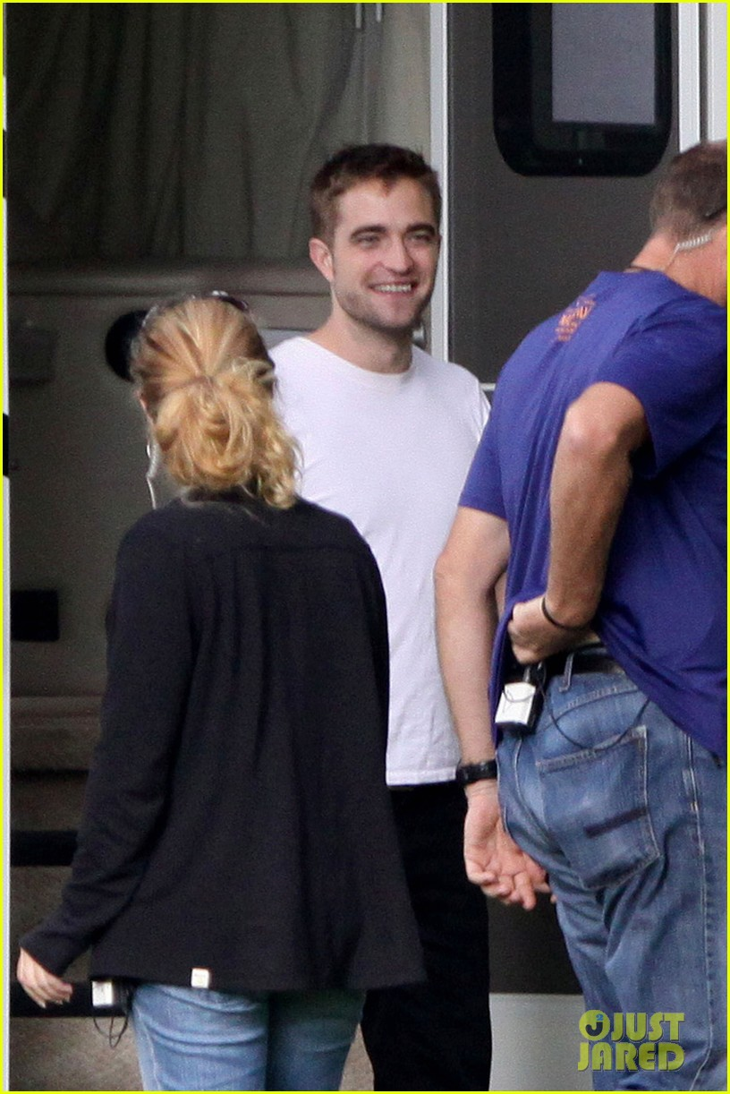 robert pattinson beyonce snap picture after her concert 032915099