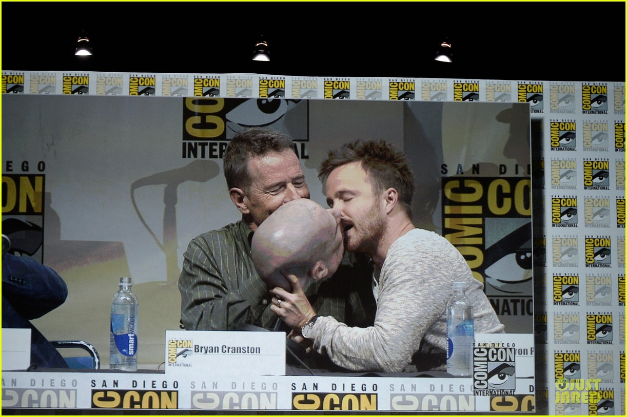 aaron paul bryan cranston breaking bad panel at comic con 022914266