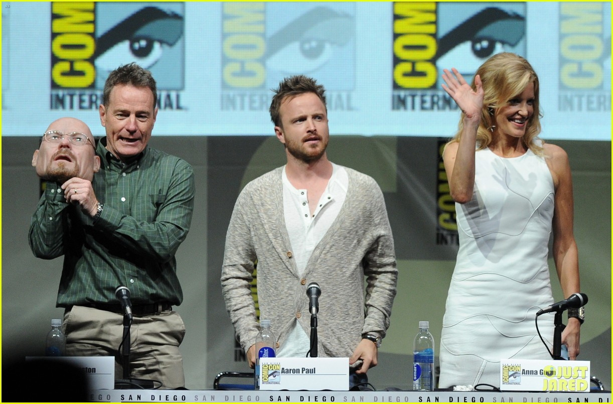 aaron paul bryan cranston breaking bad panel at comic con 122914276