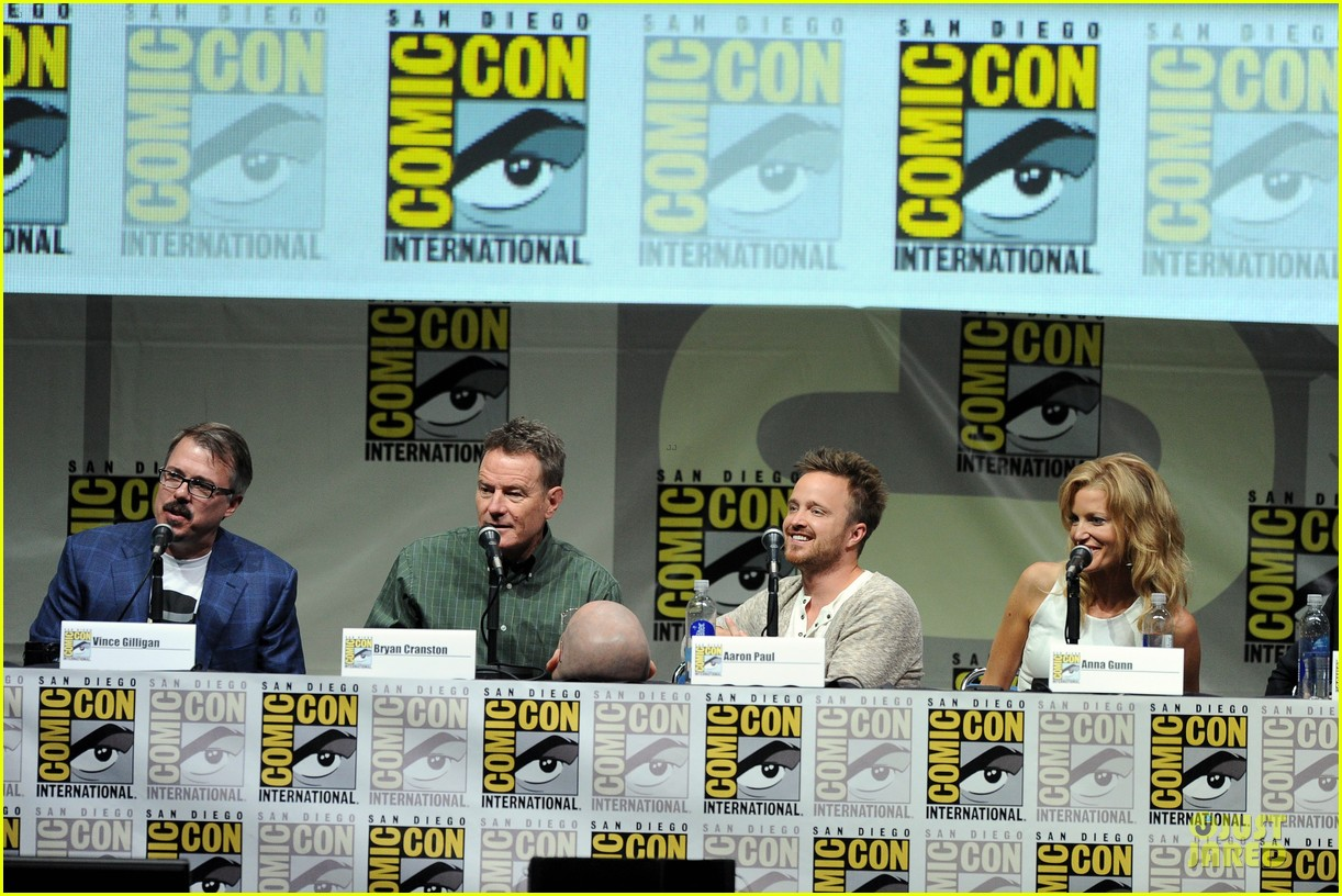 aaron paul bryan cranston breaking bad panel at comic con 222914286