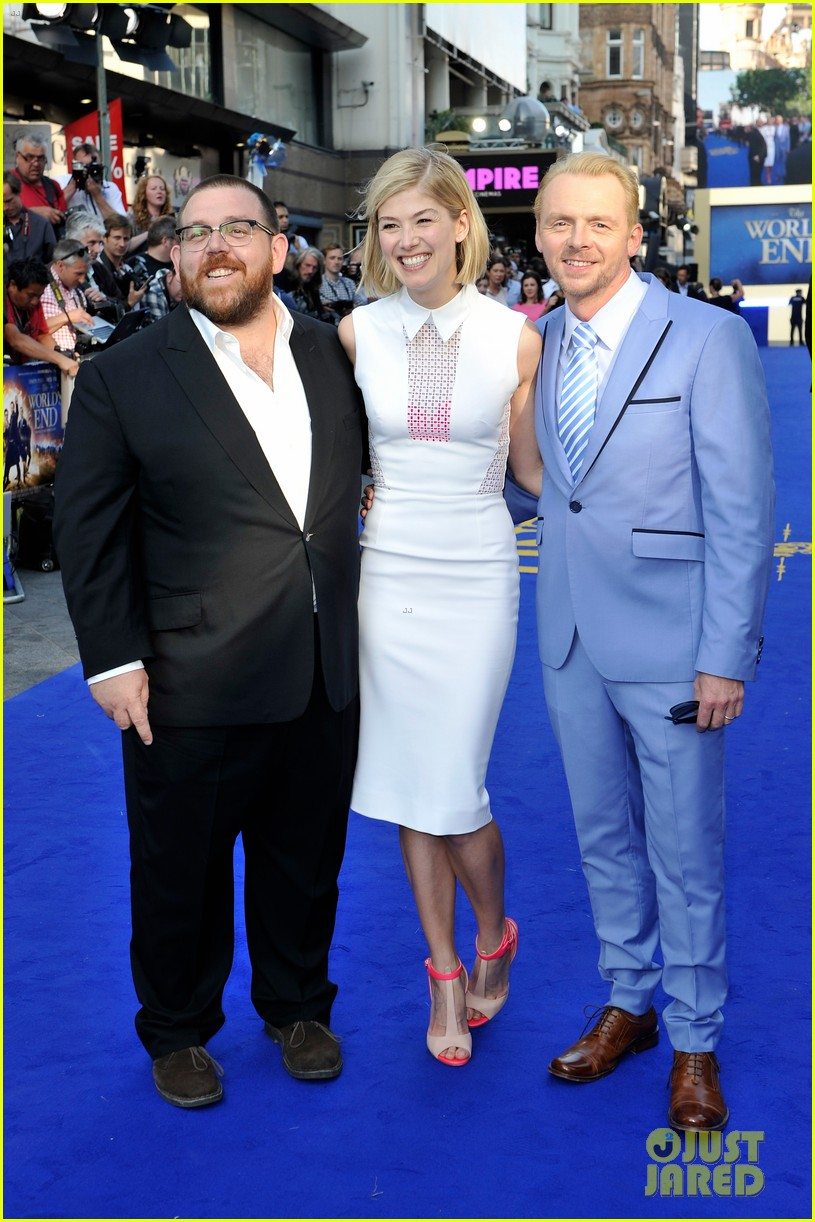 simon pegg rosamund pike the worlds end premiere 012907728