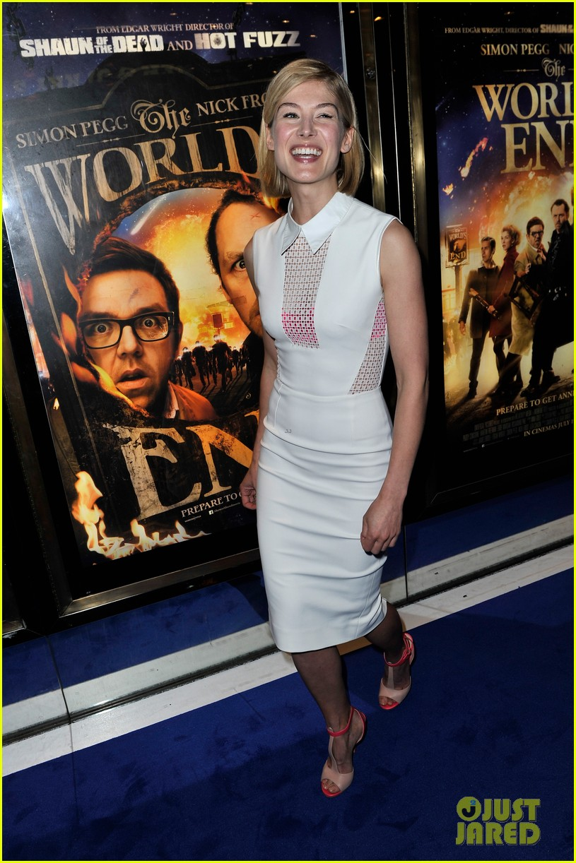 simon pegg rosamund pike the worlds end premiere 072907734