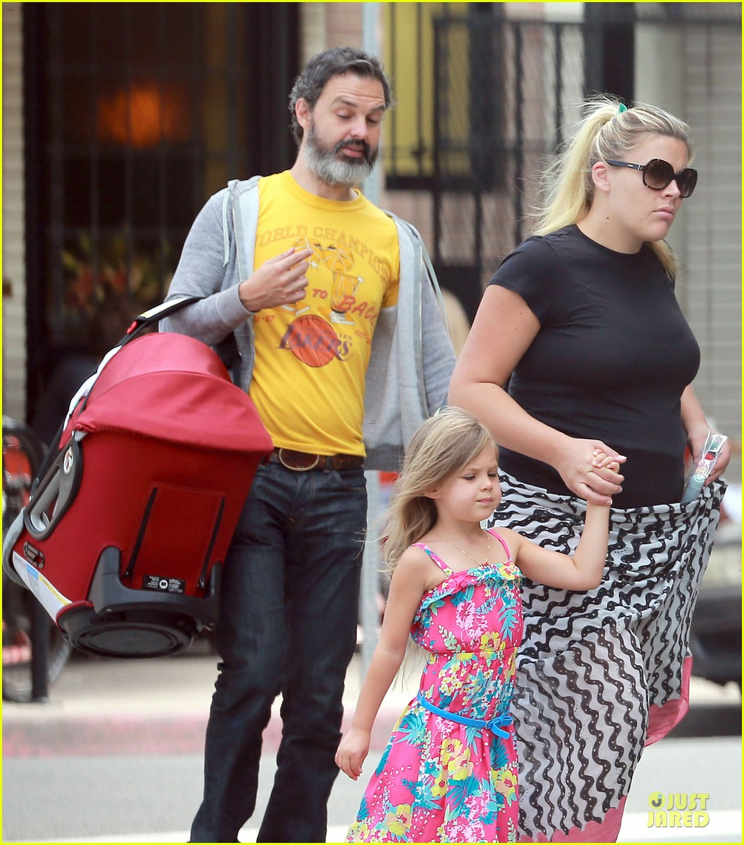 busy philipps post baby body at little doms 022914348
