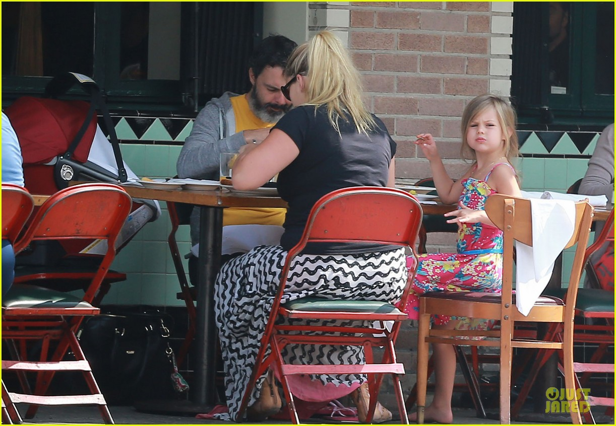 busy philipps post baby body at little doms 062914352