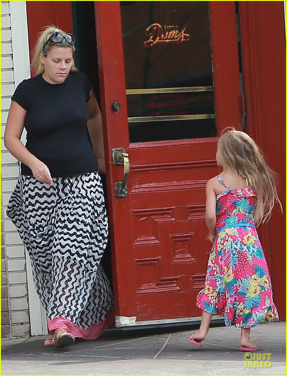 busy philipps post baby body at little doms 072914353