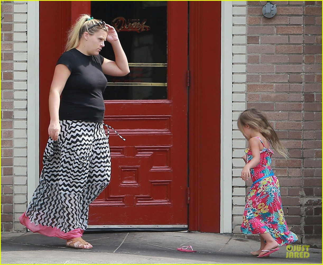 busy philipps post baby body at little doms 082914354