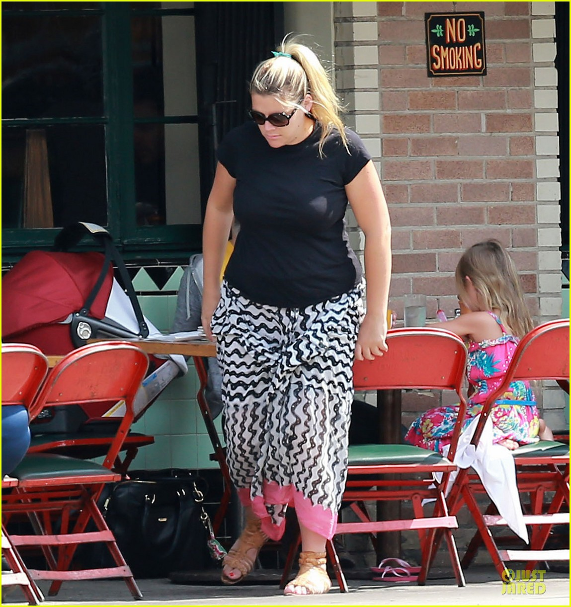 busy philipps post baby body at little doms 092914355