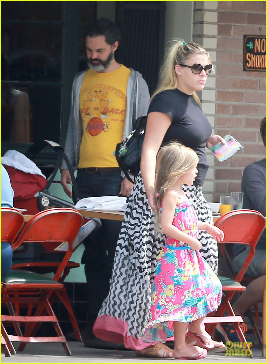 busy philipps post baby body at little doms 152914361