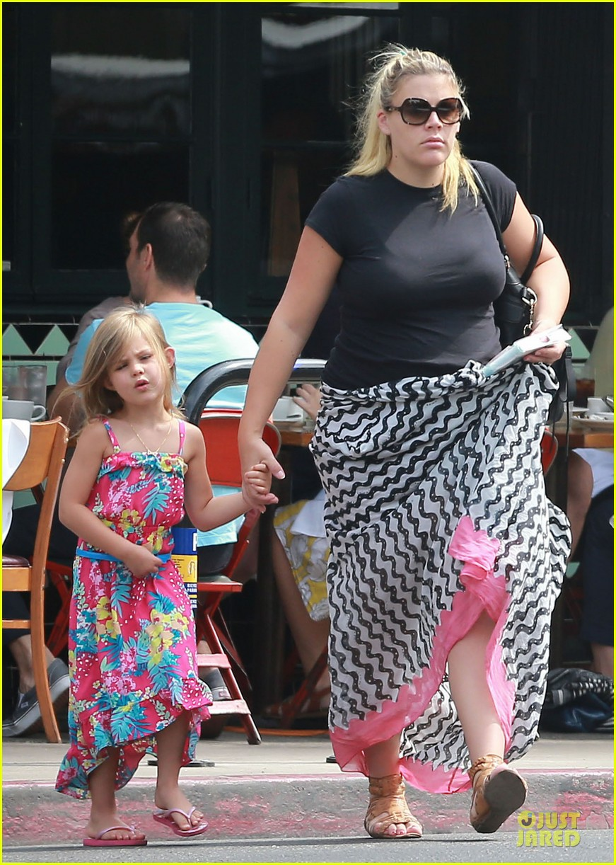busy philipps post baby body at little doms 182914364