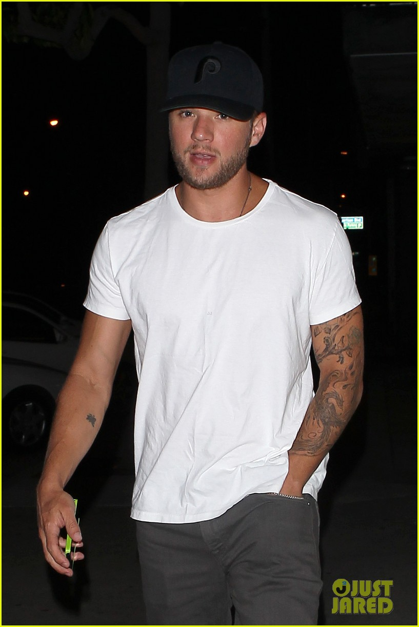 ryan phillippe dinner out after fun shreveport set day 042908465