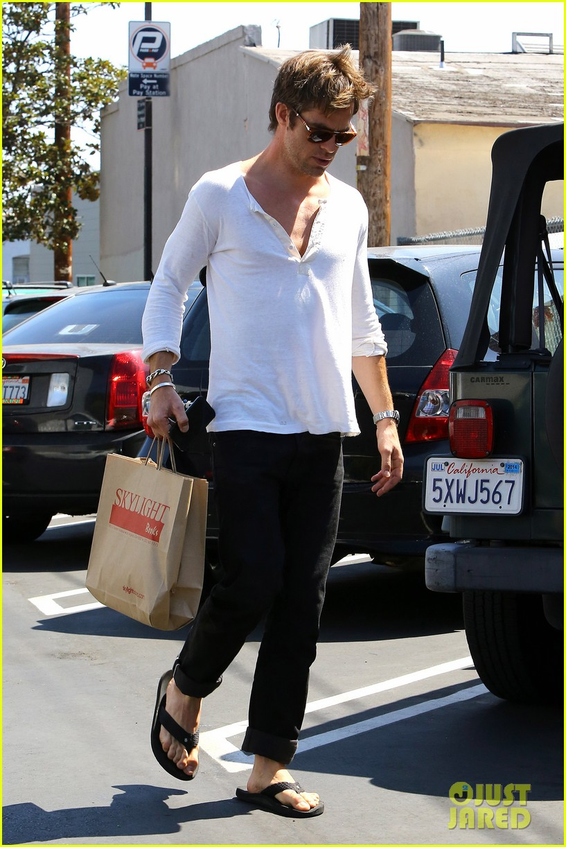 chris pine shows some skin in unbottoned henley 122919184