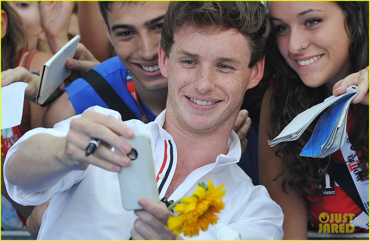 eddie redmayne giffoni film festival photo call 02